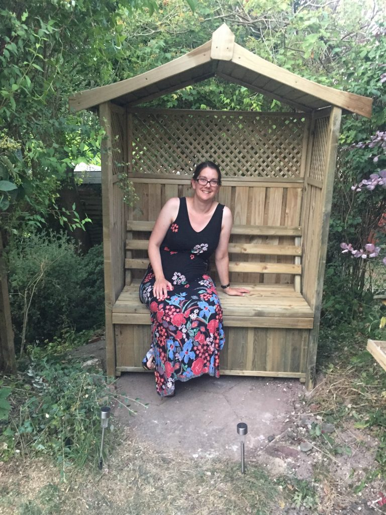 Pregnancy Diary week 21 garden arbour